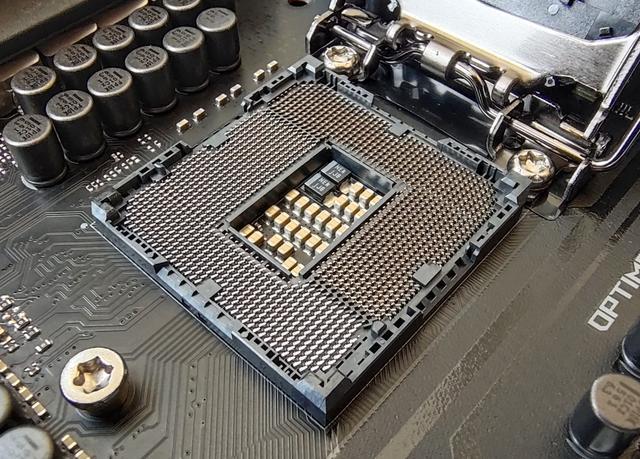 Intel新旗舰处理器图赏,或iPhone SE的价格