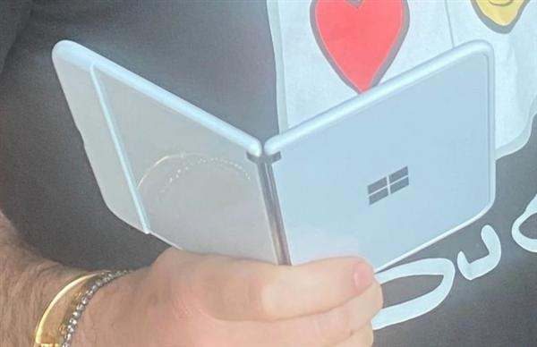 Surface Duo新曝光照:机身更纤薄/配置更详细